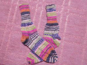 opal毛糸の靴下 足にピッタリの靴下を編むには